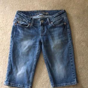 American Eagle Vintage Bermuda Shorts Size 2.